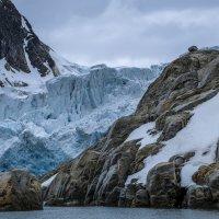 скоро ледник съедает гору :: Георгий А