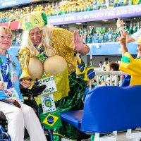 Вот такие бразильские болельщики.Ну и я рядышком. :: Ольга Зубова