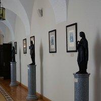 Галерея ведущая к храму :: san05 -  Александр Савицкий