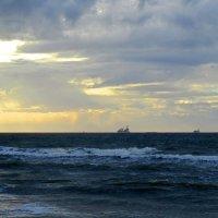 Там, за горизонтом... :: Сергей Карачин