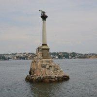 Памятник затопленным кораблям. :: Владимир Константинов