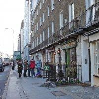 """Очередь в Магазин """"Beatles Store"""" в Лондоне :: Тамара Бедай"""