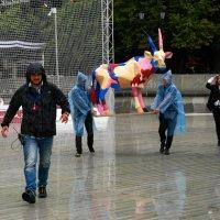 Дождь в Парке Горького :: Сергей Золотавин