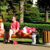 Когда усталость валит с ног и спится на ходу... :: Андрей Головкин
