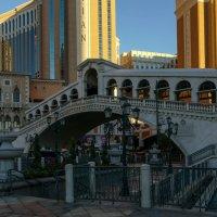 Копия Моста Риалто у отеля Венеция (Лас Вегас) :: Юрий Поляков