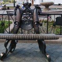 Музыкальная скамейка установленная в честь 250-летия со дня рождения Михаила Клеофаса Огинского в Ве :: Tamara *