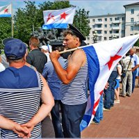 Моряки снова вместе... :: Vladimir Semenchukov