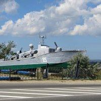 Торпедный катер Т-8 в музее военной техники, расположенном при въезде в город Темрюк :: Татьяна Смоляниченко
