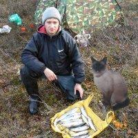Счастье рыбака и его кошки. :: Ирина Крохмаль