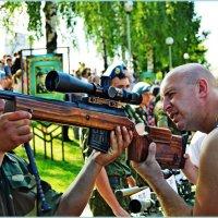 Папа, давай сначала ты посмотришь! :: Vladimir Semenchukov