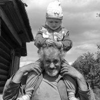 Верхом на дедушке :: Светлана Рябова-Шатунова