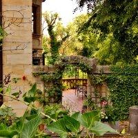 Заглянуть  в старинный дворик :: backareva.irina Бакарева