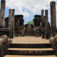 Каменный Храм в средневековой столице Шри-Ланки - городе Полоннарува. :: ИРЭН@ .