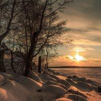 зимний вечер на озере :: Василий Иваненко