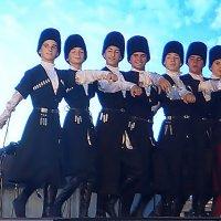 Танцуют гости праздника из Адыгеи. :: Людмила