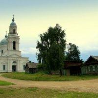 И церковь старая красавицей стоит... :: Нэля Лысенко
