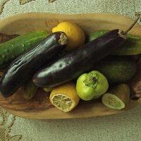 Натюрморт огурцы баклажаны лимоны :: Евгений Мельников