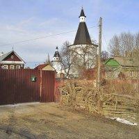 Заборы под стенами монастыря :: Елена (ЛенаРа)