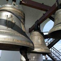 Звонят колокола-и слушает весь Мир, святые перезвоны Православные. :: Люба
