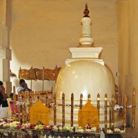 В храме священного Зуба Будды. :: ИРЭН@ .