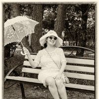 Дамочка с зонтиком в парке :: Albina