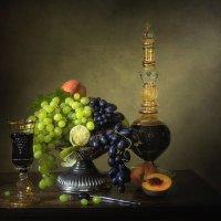 Натюрморт с красным вином и фруктами :: Ирина Приходько