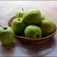 Пусть зелёные, зато сладкие :: san05 -  Александр Савицкий