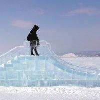 Ледяная горка на льду Байкала :: Александр Бойченко