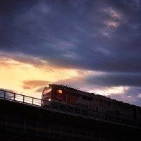 Мчится поезд на закате... :: Юлия Рамелис