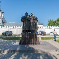 Памятник петру и Февронье Муромским. Муром. :: Putnik