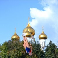 Прыжки на батуте,Ярославский полумарафон :: Светлана Пантелеева