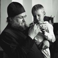 В храме. :: Алексей Ковынев