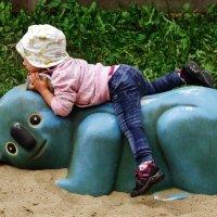 Девочка в зоопарке :: Aida10
