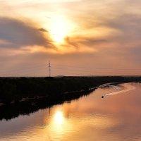 На лодке вдоль заката :: Сергей Землянский
