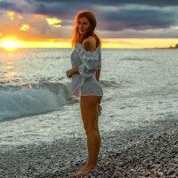 Красотка в закате :: Юрий Захаров