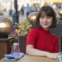 Девушка в летнем кафе :: Александр Степовой