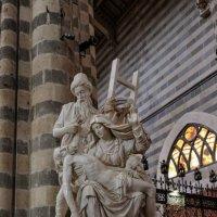 "Умбрия. Орвието. Кафедральный собор (Duomo di Orvieto). Скульптура ""Пьета"". :: Надежда Лаптева"