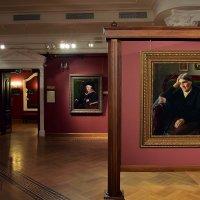 В галерее Шилова :: dindin