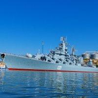 Флагман Черноморского флота ракетный крейсер Москва на рейде Севастополя :: Александр Лядов