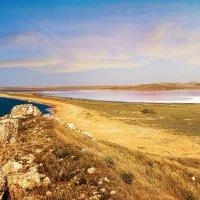 Опукский заповедник. Слева - Черное море, справа - Кояшское озеро. :: Юлия Новикова