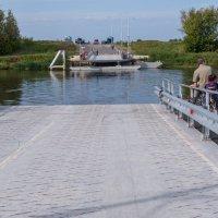 осква-река у Коломенского кремля, понтонный мост разведен :: Владимир Брагилевский