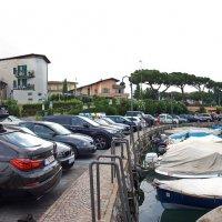 Панорама начала набережной в городе Сирмионе (Италия). :: Лира Цафф