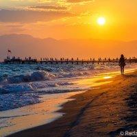 На берегу Средиземного моря :: Сергей