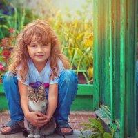Внучка с кошкой. :: Алексей Хаустов