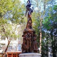 Памятник выдающейся актрисе театра и кино Людмиле Гурченко, г. Харьков :: Tamara *