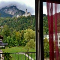Вид на замок  Нойшванштайн,из  балкона  нашего  номера,  в гостинице, :: backareva.irina Бакарева