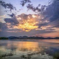 Сентябрь, озеро, закат... :: Pavel Kravchenko