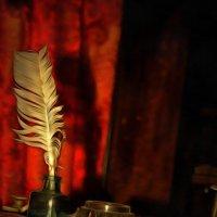 Перо гусиное, живое, макнул в чернила, не спеша. На кончике пера — душа! :: Tatiana Markova
