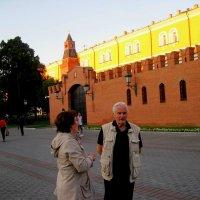 Иностранцы у стен Кремля :: alek48s