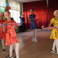 Танец с зонтом. :: Венера Чуйкова